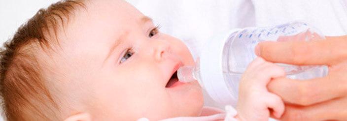 Dar o no dar agua al bebé
