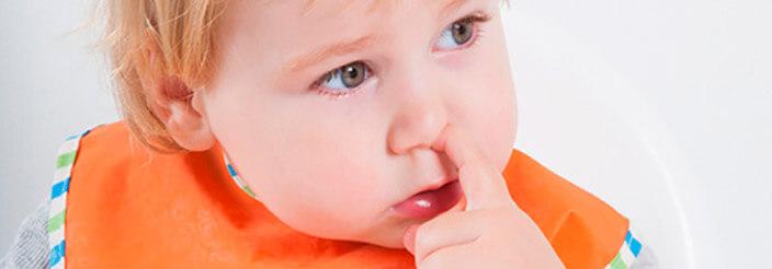 ¿Cómo evitar que se meta el dedo en la nariz?