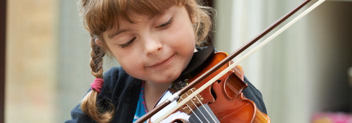 ¿Cuándo puede aprender a tocar un instrumento?