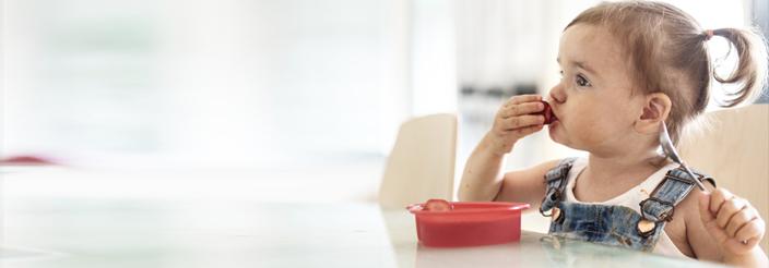¿Cómo enseñarle a comer solo?