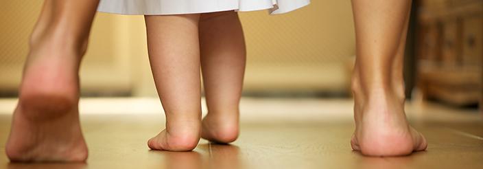 ¿Por qué no somos capaces de andar al nacer?