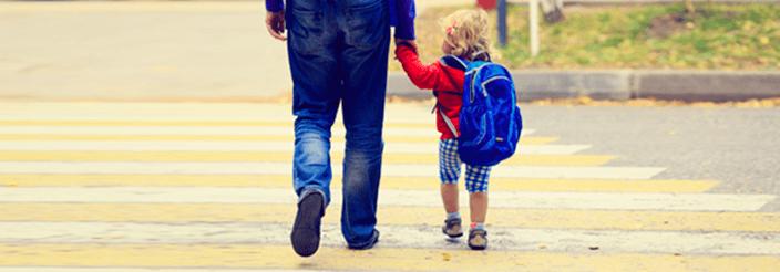 ¿A qué edad pueden ir solos al colegio?