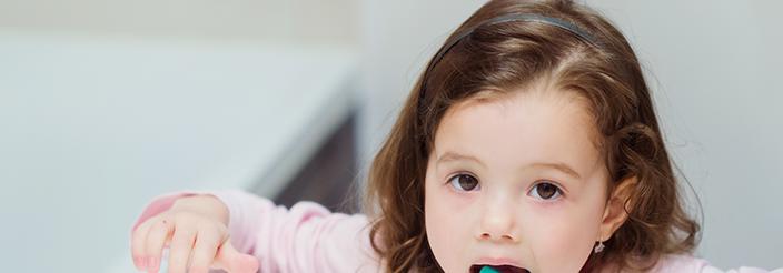 Descubre por qué tu hijo tiene la lengua blanca